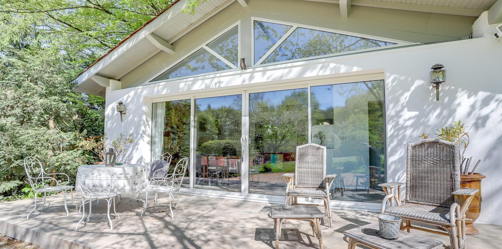 travaux pour une fermeture de auvent proche de Lyon par ATA veranda